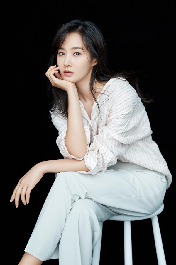 권유리, 연극 '앙리할아버지와 나' 재연 합류! '업그레이드 콘스탄스' 기대